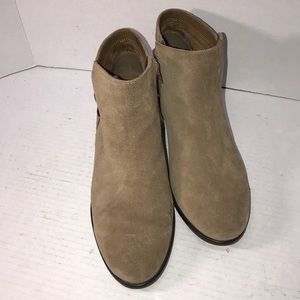 Cute Leather Ankle Aerosoles Boots size 8